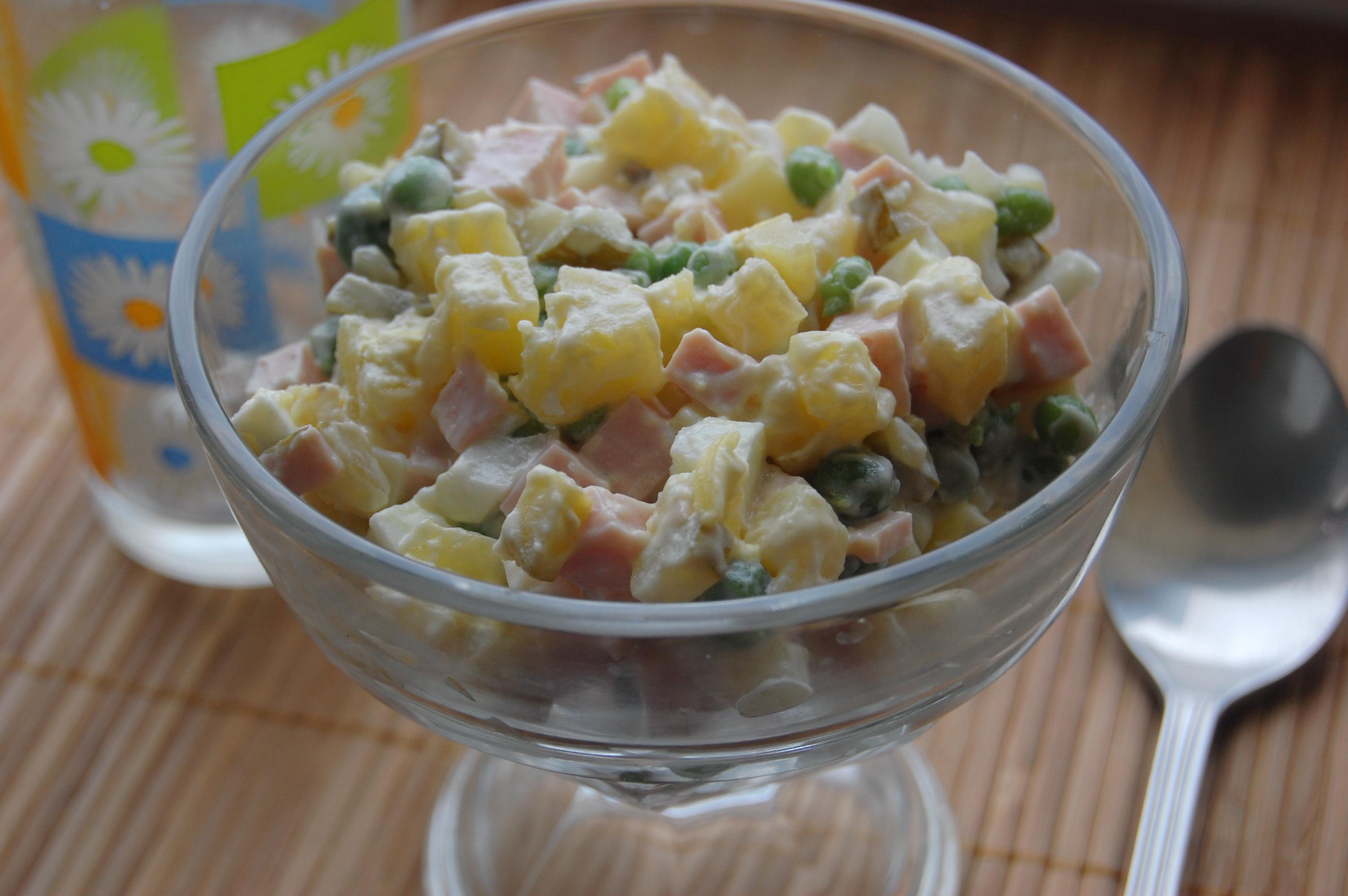 Салат оливье со свежим горошком