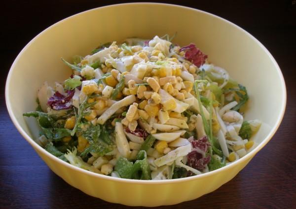 Салат с яйцом и кукурузой